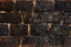 Strukturierte schwarze Ziegelsteine des Hintergrundes Lizenzfreie Stockfotos