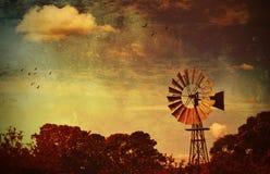 Strukturierte Windmühle des Schmutzes bei Sonnenaufgang Stockbilder