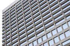 Strukturierte Wolkenkratzerfenster lizenzfreie stockbilder