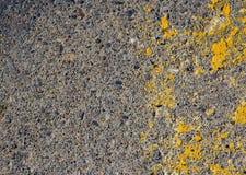Strukturierter Hintergrund des gelben und grauen Steins Lizenzfreies Stockbild