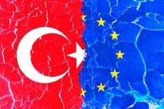 Strukturierter Türkei- und EU-Flaggenhintergrund Stockbilder