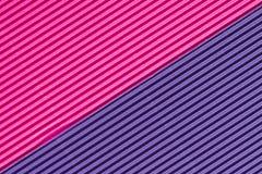 Strukturiertes buntes Rosa und purpurrote Wellpappe lizenzfreies stockbild