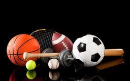 Strumentazione di sport Assorted sul nero Fotografie Stock