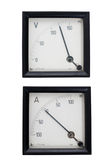 Strumenti analogici amperometro e voltometro isolati su bianco immagini stock libere da diritti