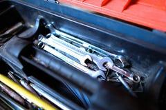 Strumenti automobilistici che si trovano in scatola rossa Fotografie Stock