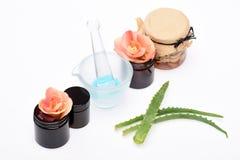 Strumenti cosmetici su fondo bianco Immagini Stock