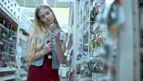Strumenti d'acquisto della donna in deposito video d archivio
