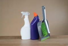 Strumenti dei prodotti di pulizia Immagini Stock Libere da Diritti