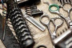 Strumenti del barbiere nello stile d'annata fotografia stock libera da diritti