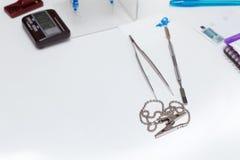 Strumenti del dentista su una tavola Immagine Stock Libera da Diritti