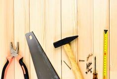 Strumenti del lavoro su fondo di legno Fotografie Stock