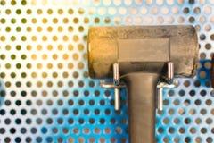 Strumenti del martello in garage Immagini Stock
