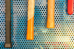 Strumenti del martello in garage Fotografia Stock Libera da Diritti