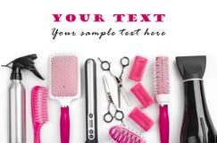 Strumenti del salone del parrucchiere su bianco con lo spazio del testo del campione Immagini Stock Libere da Diritti