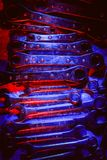 Strumenti dell'automobile o meccanici di riparazione illuminati in rosso ed in blu Immagine Stock Libera da Diritti