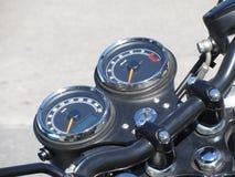 Strumenti dell'esposizione del un poco del motociclo con il tachimetro ed il tachimetro Fotografia Stock