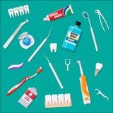 Strumenti dentari di pulizia Prodotti di igiene orali di cura Fotografia Stock Libera da Diritti
