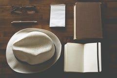 Strumenti di avventura di scrittura e della lettura Fotografie Stock Libere da Diritti