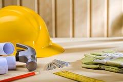 Strumenti di carpenteria sulla tabella di legno Immagine Stock Libera da Diritti