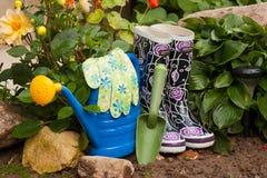 Strumenti di giardinaggio in giardino Fotografie Stock Libere da Diritti