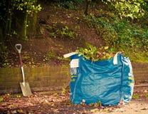 Strumenti di giardino all'indicatore luminoso di mattina Fotografie Stock Libere da Diritti