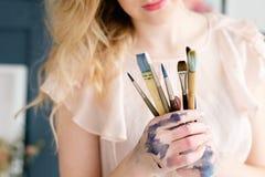 Strumenti di hobby della pittura di svago dell'insieme di spazzole dell'artista immagine stock libera da diritti