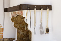 Strumenti di legno della cucina su una cucina fotografia stock