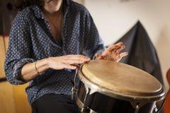 Strumenti di percussione e concetto di musicologia fotografia stock