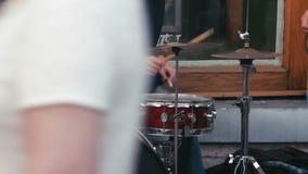 Strumenti di Playing On Percussion del musicista della via archivi video