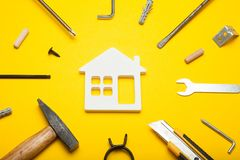 Strumenti di servizio del tuttofare, costruzione della casa e riparazione fotografia stock libera da diritti