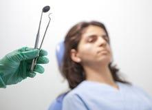 Strumenti e paziente di odontoiatria Fotografia Stock Libera da Diritti
