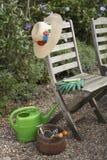 Strumenti e sedie di giardinaggio Fotografie Stock Libere da Diritti