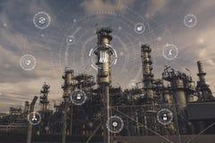 strumenti industriali nella fabbrica con le icone del sistema cyber e fisico, Internet della rete di cose, soluzione astuta della fotografie stock