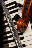 Strumenti musicali che si trovano sul piano Immagine Stock Libera da Diritti