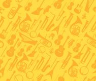 Strumenti musicali di vettore sul modello senza cuciture dorato illustrazione vettoriale