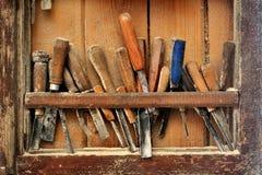 Strumenti per l'intaglio del legno sullo scaffale Fotografie Stock Libere da Diritti