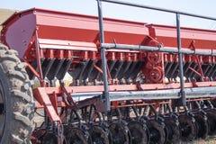 Strumenti per la semina del grano sulle ruote immagine stock