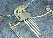 Strumenti su una tasca di pantaloni Fotografia Stock