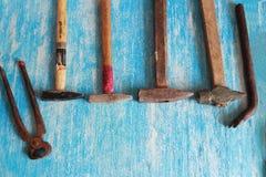 Strumenti sulla tavola di legno con lo spazio della copia fotografia stock