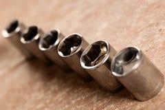 Strumenti tubolari dell'incavo per la chiave di chiave che sta nella fila su woode Fotografia Stock