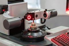 Strumento a alta tecnologia che prestabilisce radi a macchina del diametro di ispezione immagine stock libera da diritti