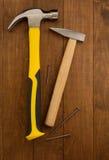 Strumento del martello su legno Immagini Stock