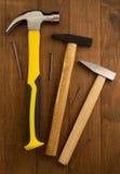 Strumento del martello su legno Fotografia Stock