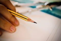 Strumento della matita sotto forma di barretta fatta del materiale di scrittura immagini stock libere da diritti