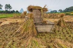 Strumento di legno per l'elaborazione del raccolto del riso Fotografia Stock