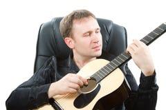 Strumento musicale della chitarra del musicista fotografie stock libere da diritti