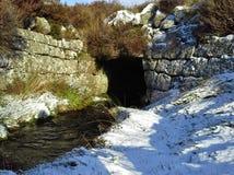 Strumień Biega tunel w śniegu Obraz Royalty Free