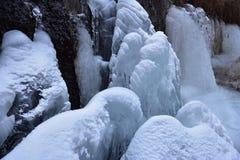 Strumień marznął w zimnej zimie Fotografia Royalty Free