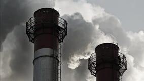 Strumień zmroku dym od kominu fabryka zdjęcie wideo