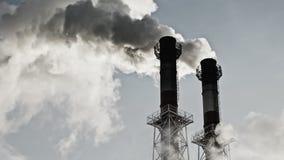 Strumień zmroku dym od kominu fabryka zbiory wideo